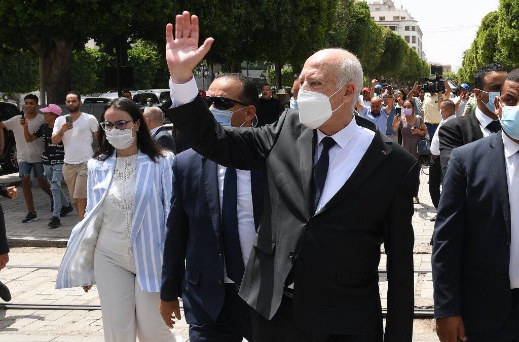 Tunisia president indicates plans to amend constitution | Politics News | Al Jazeera